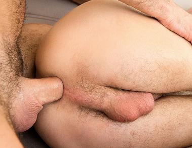 Dando o cu para o amigo no Camping